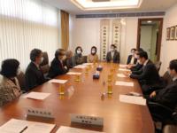 中大與上海人工智能實驗室雙方代表於會上討論推動人工智能科技領域以及相關交叉學科的發展及創新突破的計劃