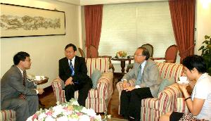 Prof. Jack Cheng (2nd from right), Pro-Vice-Chancellor of The Chinese University of Hong Kong meets with Prof. Xu Ningsheng (2nd from left) of Sun Yat-sen University