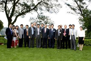 The National Central University Delegation, headed by Prof. Chiang Wei-ling, Acting President (8th from left), takes a photo with Prof. Lawrence J. Lau (10th from left), Vice-Chancellor, Prof. Jack Cheng (6th from left), Pro-Vice-Chancellor, and some other representatives of The Chinese University of Hong Kong