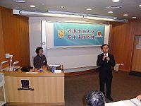 中大環境科學課程主任余濟美(右)在錢易院士的講座中擔任主持