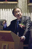 北京大學藥學院教授張禮和院士