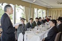 香港中文大學劉遵義校長在午餐會上致歡迎詞