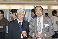 中山大學化學系教授計亮年院士(左)與中大化學講座教授黃乃正院士(右)合照