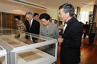 The delegation visits the Art Museum. The visit is introduced by Prof. Peter Lam, the Museum's Director