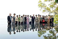 中華全國婦女聯合代表團與香港中文大學校長劉遵義教授(右十)和副校長鄭振耀教授(左一)合照