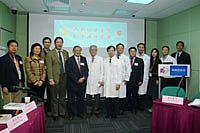 盧世璧院士(左五)在中大醫學院主持院士講座系列