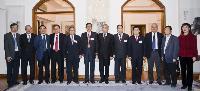中大校長劉遵義教授(右六)與中國工程院代表團見面