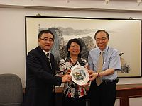 Prof. Jack Cheng (right), Pro-Vice-Chancellor presents a souvenir to Prof. Tao Qing (middle), Vice Secretary-General of Yunnan Provincial Department of Education