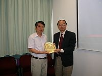 Prof. Henry N.C. Wong (right), Pro-Vice-Chancellor of CUHK receives a souvenir from Prof. Zhuang Zhaowen (left), President of National University of Defense Technology