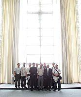 台灣天主教輔仁大學訪問團參觀崇基學院禮拜堂,由崇基學院校牧伍渭文牧師(右五)介紹