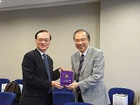 Prof. Jack Cheng (right), Pro-Vice-Chancellor of CUHK presents a souvenir to Prof. Joseph S. Lee (left), Vice President of Central University.