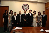 The delegation meets with Prof. Fung Kwok Pui (5th from right), Head of United College.