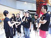 學生參觀創新中心, 並聆聽中心代表的介紹。