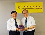 Prof. Jack Cheng (right), Pro-Vice-Chancellor of CUHK presents a souvenir to Prof. Zhou Xuhong (left), President of Lanzhou University.