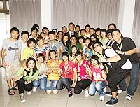 A photo of Prof. Joseph Sung, Vice-Chancellor of CUHK, students of Beichuan High School and volunteers of Breakthrough organization