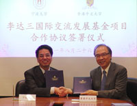 Prof. Wang Wenbin (left), Vice-President of Ningbo University sign a collaboration agreement with Prof. Jack Cheng (right), Pro-Vice-Chancellor of CUHK