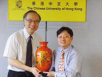 福建農林大學校長蘭思仁教授(右)與中大副校長鄭振耀教授(左)會晤