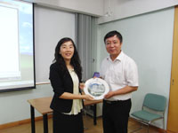 Ms. Wing Wong (left), Director of Office of Academic Links (China) of CUHK presents a souvenir to Prof. Ren Youqun (right), Vice-President of East China Normal University