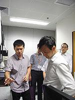 研討會與會者參觀工程學院科研設施