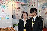朱迎佳(左)和黃浩文的「川震重建—故土新樓」項目奪港澳區唯一特等獎