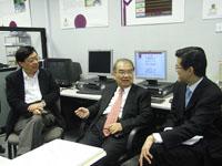 左起:生物醫學工程聯合研究中心張元亭教授、王威琪教授、內科及藥物治療學系系主任及心臟科主管余卓文教授