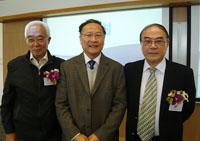 左起:劉先林教授、太空與地球信息科學研究所所長林琿教授、劉經南教授
