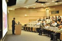 Prof. Bian Xiu-Wu shares his research experiences with our School members during the seminar