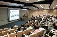 Prof. Jiang Jian-dong gives a presentation to the audience