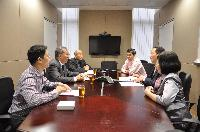 Representatives from Jinan University (right) meet with our School's representatives (left)