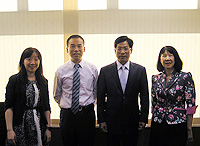 Mr. Luo Chongmin (2nd from right), Director of Yunnan Provincial Education Department is warmly welcomed in CUHK