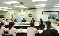 Prof. Nie Qiuhua gives a lecture at Shaw College