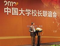 在校長論壇上,沈祖堯校長發表「大學的路向:國際化還是一體化?」的演講