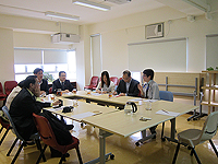 Delegation from Shanghai Jiao Tong University: The delegation meets with Prof. Leung Mei-yee (1st from right, Director of University General Education of CUHK