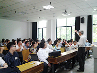 研究生課程說明會: 中大研究院院長黃永成教授向內地學生介紹中大的各項研究生課程