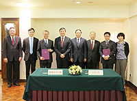 An agreement between Faculty of Medicine, the Chinese University of Hong Kong and Health Science Center, Peking University is signed to further consolidate academic cooperation between the two universities