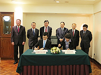 An agreement between Faculty of Medicine, the Chinese University of Hong Kong and Health Science Center, Peking University is signed to further consolidate academic cooperation between the two universitie
