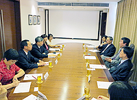 The delegation from Huazhong University of Science and Technology meetswith representatives from the Chinese University of Hong Kong