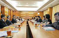 The delegation from Taiwan Central University meets with CUHK representatives