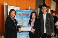 Dr. Isabel S.S. Hwang (middle) receives Poster Commendation for her poster and oral presentations