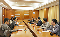 The delegation from Tianjin University meets with Prof. Ching Pak-chung (2nd on left), Pro-Vice-Chancellor of CUHK