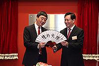Prof. Joseph Sung, Vice-Chancellor of CUHK presents souvenir to Mr. Jiang Sixian, Party Secretary of Shanghai Jiao Tong University