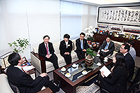 The delegation from Shanghai Jiao Tong University meets with Prof. Joseph Sung, VC of CUHK