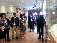 北京大學代表團參觀大學展覽廳