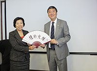 Prof. Joseph Sung (right), Vice-Chancellor of CUHK presents a souvenir to Prof. Liu Chuansheng (left), Party Secretary of Beijing Normal University