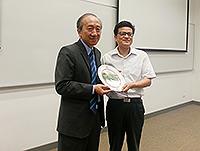 Prof.  Hau Kit-tai (left), Pro-Vice-Chancellor of CUHK  presents a souvenir to Mr. Tao Weihua, Vice-Party-Secretary of  China Jiliang University