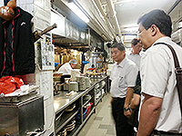 The delegation of Southeast University visits the kitchen area of a student canteen