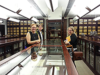 Prof. Julie Sanders (right), Vice Provost of the University of Nottingham Ningbo China visits the University Library