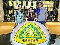 参观重庆邮电大学博物馆(照片由袁梓高同学提供)