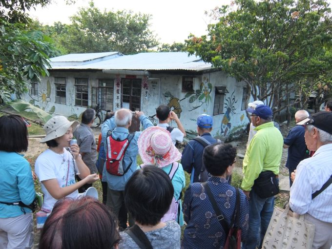 Field trip: Participants visit Ma Po Po Community Farm to understand the situation of local farming and urban development in Hong Kong